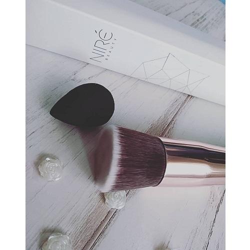 Brocha para maquillaje fluido Niré Beauty Kabuki